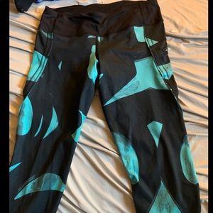 Cropped Lululemon pants size 6